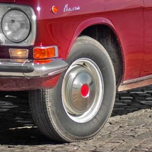 Диски ГАЗ-24 с хромированными колпаками и декалью