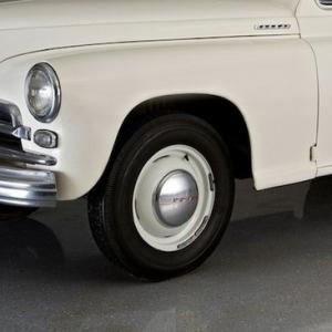 Диски с хромированными колпаками и покрышками ГАЗ М-20 Победа