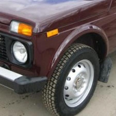 Диски ВАЗ-2121, 21213 Нива с хромированными колпачками ступиц и резиной ВЛИ-10